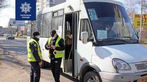 Наполнение автобусов в соответствии с карантинными мероприятиями начала контролировать полиция