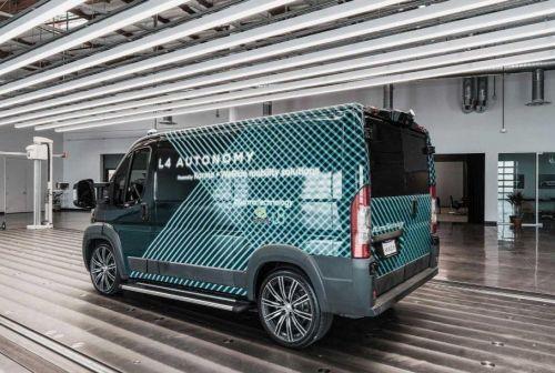 В США представили беспилотный фургон четвертого уровня автономности