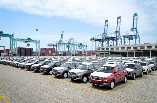 В Китае начали доплачивать покупателям новых авто