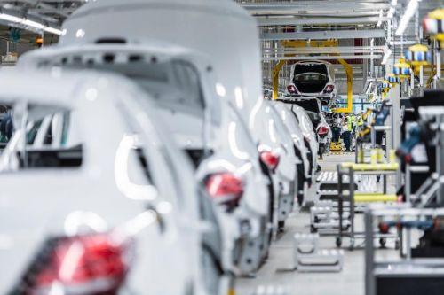 Европейские автопроизводители возобновляют производство
