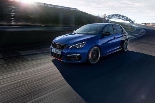 У Peugeot-308 появится гибридная версия 304 л.с.
