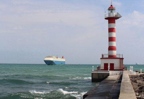 В Украину прибыло два судна с рекордным количеством автомобилей