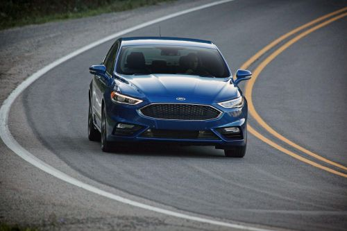 Ford снимает с производства две модели седанов