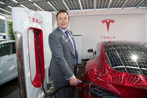 Илон Маск дал понять, что может купить какого-то известного автопроизводителя