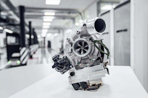 Новые двигатели Mercedes-AMG получат электрический наддув