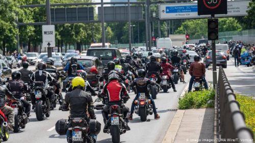 В Германии тысячи байкеров выехали на протест