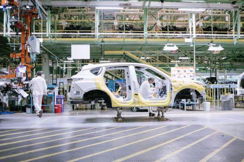 Коронавирус и карантин привел к дефициту рабочих на автомобильных заводах