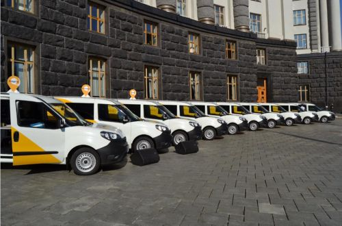 Укрпошта сегодня запустила проект передвижных отделений в 7 областях Украины. Их будет обслуживать 500 Fiat Doblo