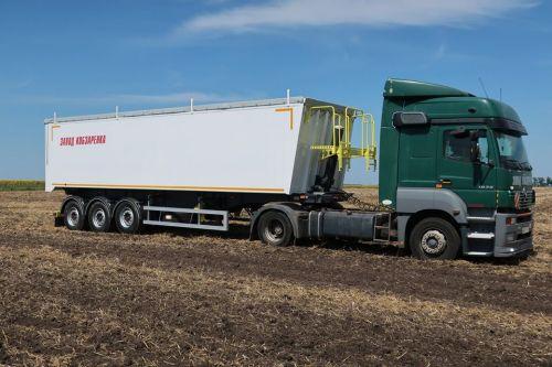 Завод Кобзаренка представит алюминиевый полуприцеп-зерновоз украинского производства