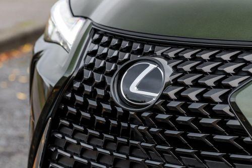 У Lexus появится компактный кроссовер B-класса