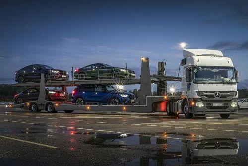 BMW потроллила Mercedes-Benz в день дальнобойщика