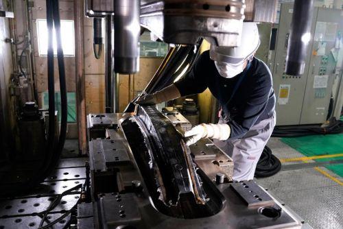 Nissan начинает производстве композитных деталей для серийных авто
