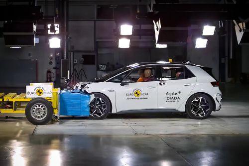 Электромобиль Volkswagen ID.3 в краш-тестах получил максимальные 5 звезд за безопасность