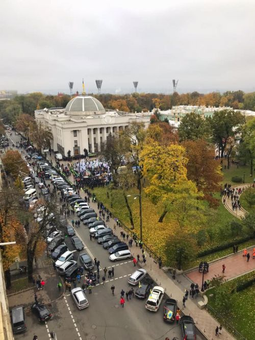 Сегодня в центре Киева проходят митинги владельцев авто европейской регистрации