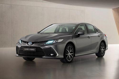 Toyota Camry обновилась и для европейского рынка
