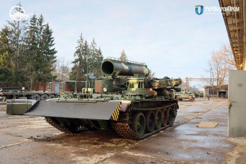 Львовский бронетанковый завод передал ВСУ бронированный тягач БТС-4