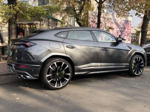 Стало известно кто купил первую Lamborghini Urus в Украине