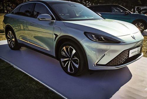 В Китае дебютировал электромобиль с запасом хода в 708 км