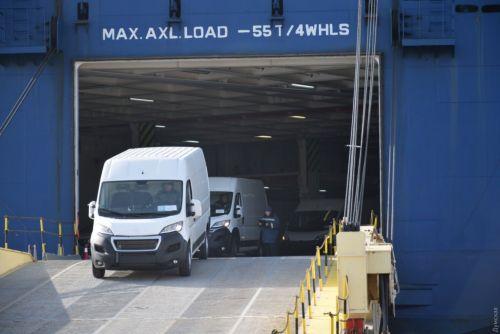 В порт «Черноморск» прибыло огромное судно-автомобилевоз - воз