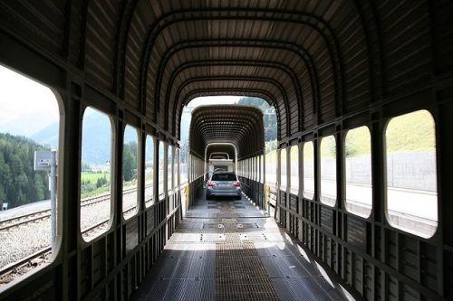 В Украине возобновилось курсирование вагонов-автомобилевозов