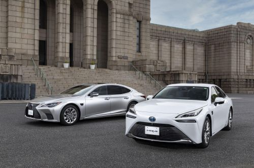 Toyota начала устанавливать на некоторые модели автопилот второго уровня
