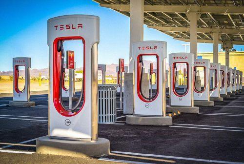 Tesla откроет доступ к своим фирменным суперзарядкам для всех авто