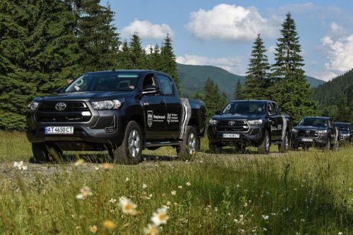 Посольство Германии передало 31 пикап Toyota для охраны заповедников Карпат