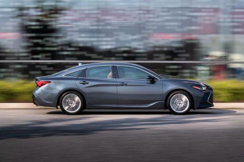 Исход седанов: Следом за Passat, Toyota снимает с производства Avalon в США - Toyota