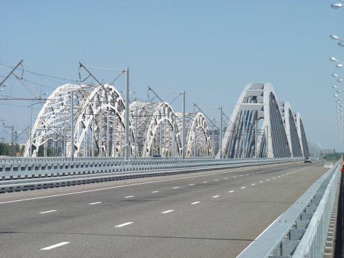 Стало известно, кто и когда достроит Дарницкий мост в Киеве