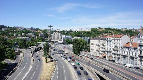 Французские города массово ограничивают скорость автомобилей до 30 км\ч