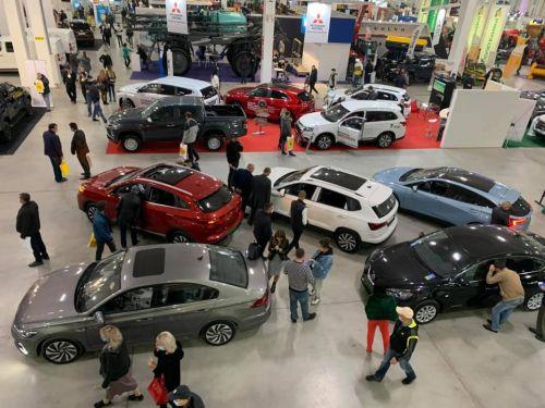 На выставке в Кропивницком представили почти 100 моделей автомобилей. Есть и всеукраинские дебюты