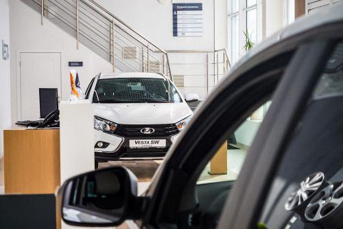 Как на волне дефицита новых авто, дилеры в РФ начали искусственно накручивать цены