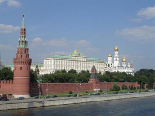 В гараж Кремля уже поступили новые русские лимузины - Кортеж