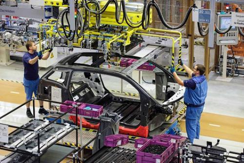 Европейский автопром загнали в угол. Что ждет автомобильные компании в 2020-м