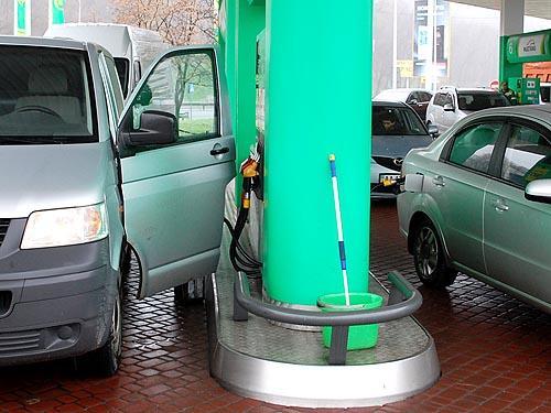 Сколько водители переплачивают за топливо?