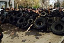 Террористы в Донецке конфисковали грузовик с шинами для троллейбусов
