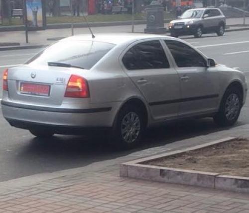 авто - серая Skoda Octavia