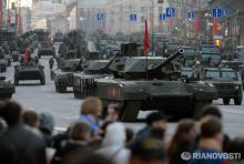 в РФ официально признали, что техника с московского парада даже для экспериментального производства пока не готова. Фото - Армата