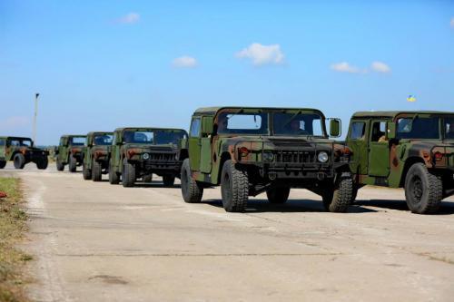 Украине передадут 40 медицинских Hummer
