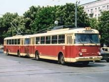 Именно в Киеве изобрели троллейбусные поезда. Исторические фото - троллейбус