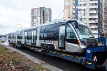 В Киев привезли первый низкопольный трамвай Электрон