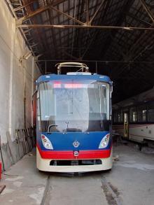 В Киеве вандалы повредили новенький трамвай