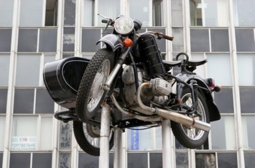 В Киеве исчез памятник мотоциклу