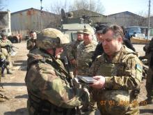 На каком авто Министр обороны Украины ездил на передовую. Фото