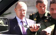 Генерал оторвал ручку двери УАЗ Патриот на глазах у Путина. Фото - УАЗ