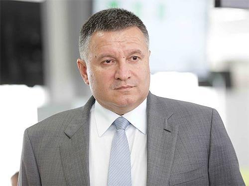 Министр МВД считает, что вопрос с авто на иностранных номерах нужно решать немедленно
