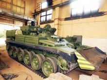 Военным передали партию спецтехники БРЭМ-1