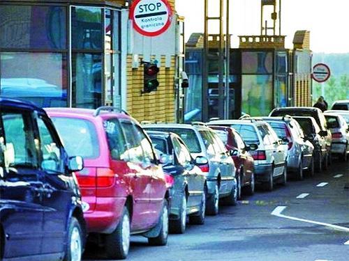 В западных областях Украины наблюдается ажиотаж с регистрацией авто. Как успеть зарегистрировать