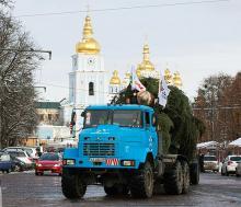 Главную ёлку страны в Киев привез КрАЗ - КрАЗ