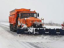 В пяти областях из-за снега уже перекрыто движение по автомагистралям. Список закрытых дорог